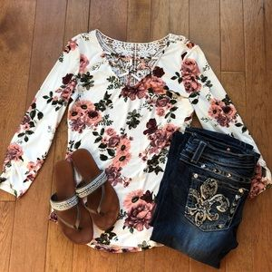 Floral 3/4 sleeve top large